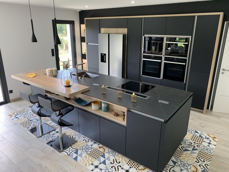 Group 2 Natural Tiles Kelya Suggested Size 56x62, Smooth-Matte, Black, Porcelain, Tile